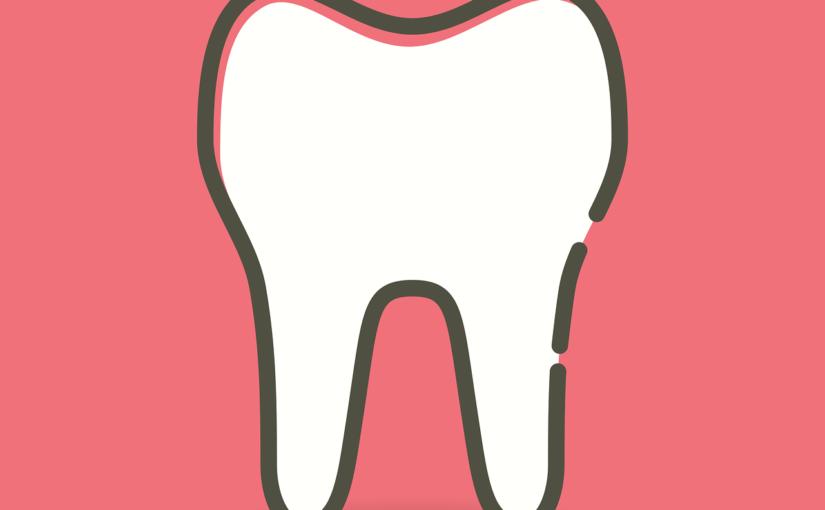 Ładne urodziwe zęby również wspaniały uroczy uśmieszek to powód do dumy.